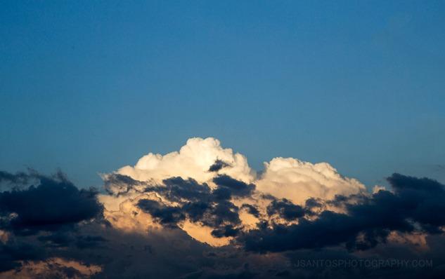 Nubes blancas, nubes negras